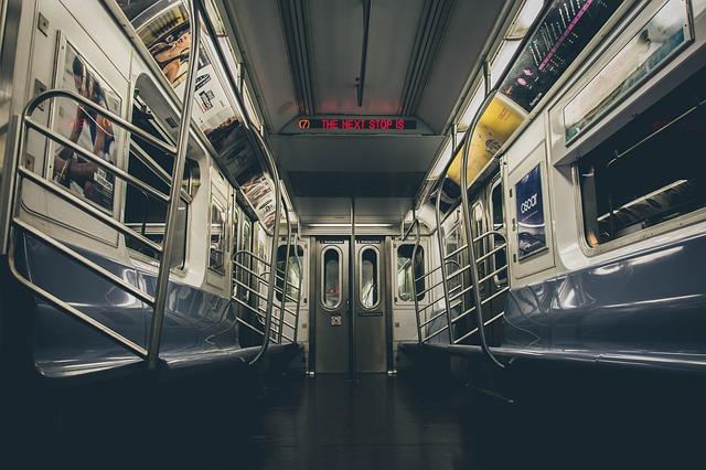 dveře u metra