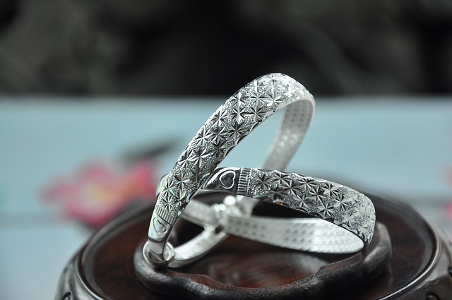 stříbrný náramek