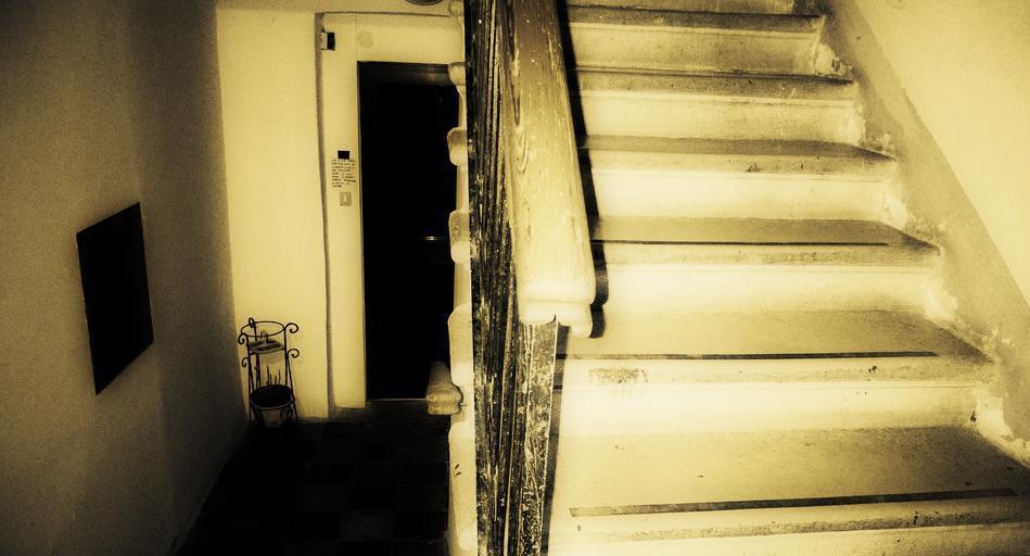 Čiernobiele foto, staré, interiér, schody