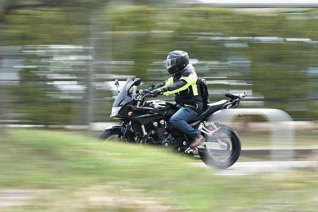 Rýchlosť, jazda na motorke